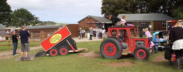 Tractor and trailer Fun Farm